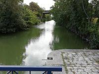 On suit le canal de La Rochelle à Marans (piste en terre)