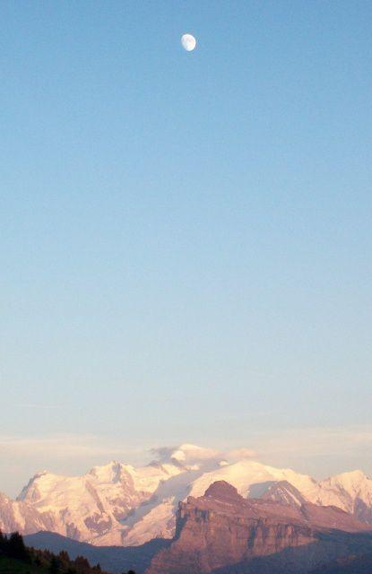 un aperçu de 2 semaines de vacances partagées entre la rando, les nuits en refuge et les sports de montagne.