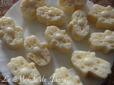 Vanille-Rosenblütenwasserpudding mit Himbeersoße