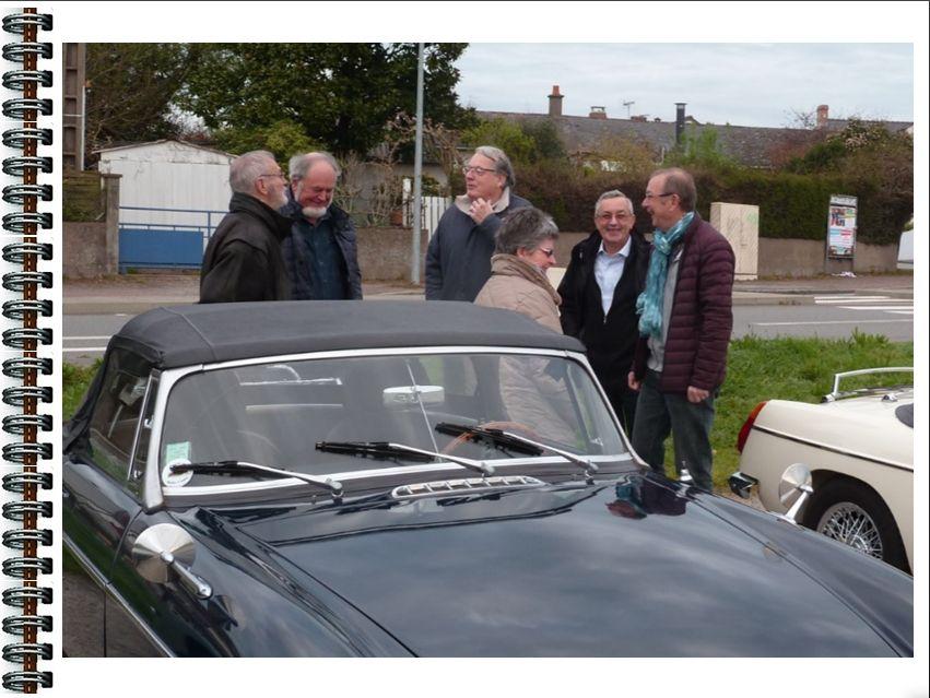 Exposition  de  nos  véhicules  au  château   de  la  Pilardière  à  Oudon.