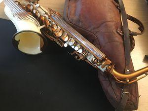 """La housse de saxophone alto de Charlie """"Bird"""" Parker, offerte à Billy en 1954. Images avec le sax Grafton"""