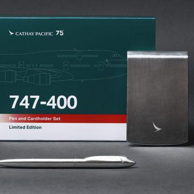 Reportage : Des « goodies » en édition limitée pour les 75 ans de Cathay Pacific