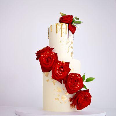 Wedding cake Red white