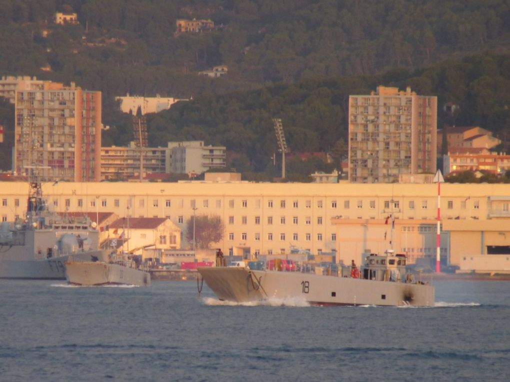 CTM 18 , en petite rade de Toulon le 08 décemnbre 2015
