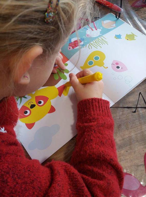 Je dessine avec mes mains, mes doigts et des tampon avec les Editions Deux Coqs d'Or