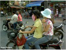 Femmes masquées à Hanoï