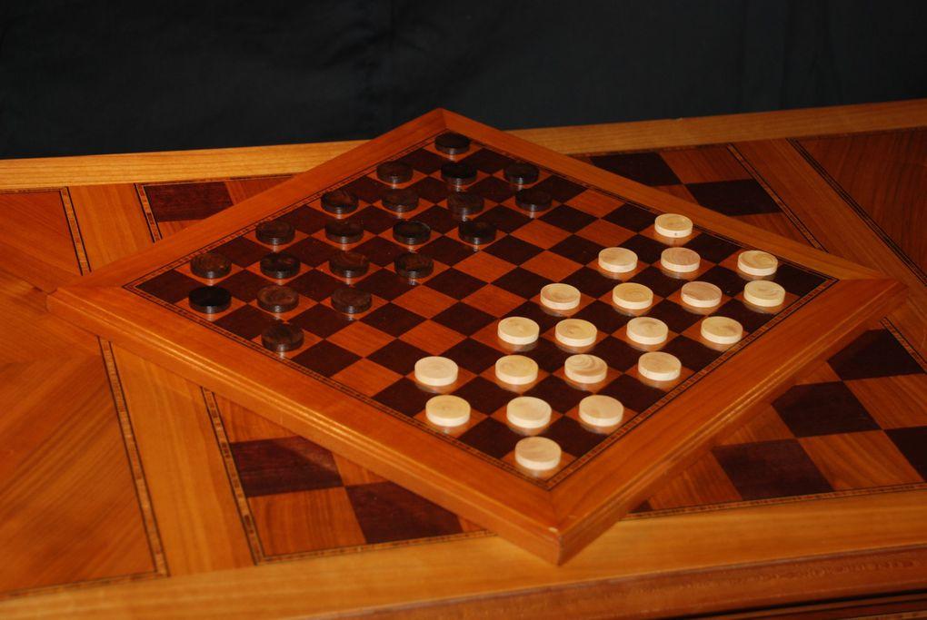 Table à jeux Louis XVI en merisier