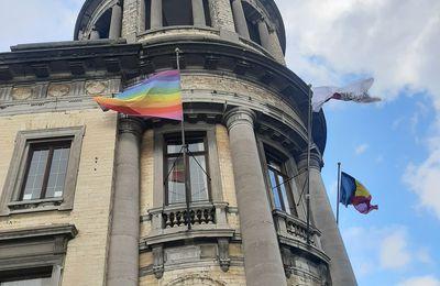 Le drapeau arc-en-ciel à Molenbeek pour une commune inclusive