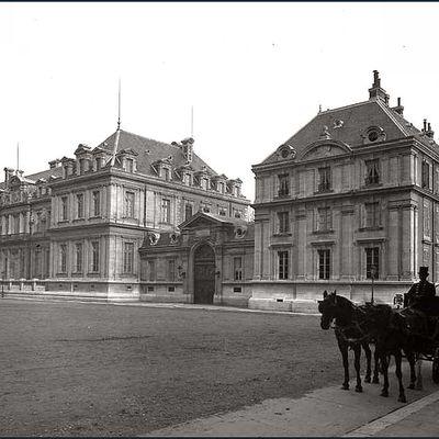 Centre historique (3/5) :  Places de Verdun et Vaucanson,Faubourg St Joseph