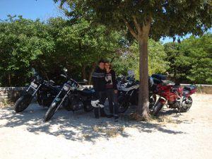 en Harley Davidson dans le luberon : Oppède le vieux, Lacoste, Lourmarin.