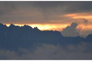 mes montagnes sous les nuages et la pluie