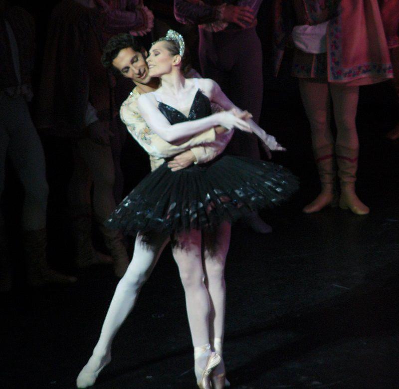 Cozette (Odile) et Jose Martinez (Le Prince Siegfried)