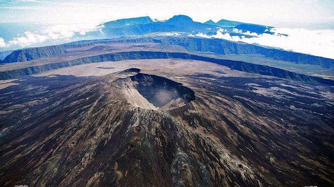 Piton de La Fournaise - magmatic recharge in progress - photo archives IPR