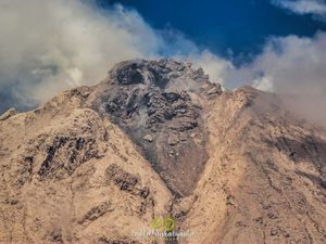 Sinabung - the dome from various points of view on 03.11.2021 - photos Endro Rusharyanto - one click to enlarge the thumbnails