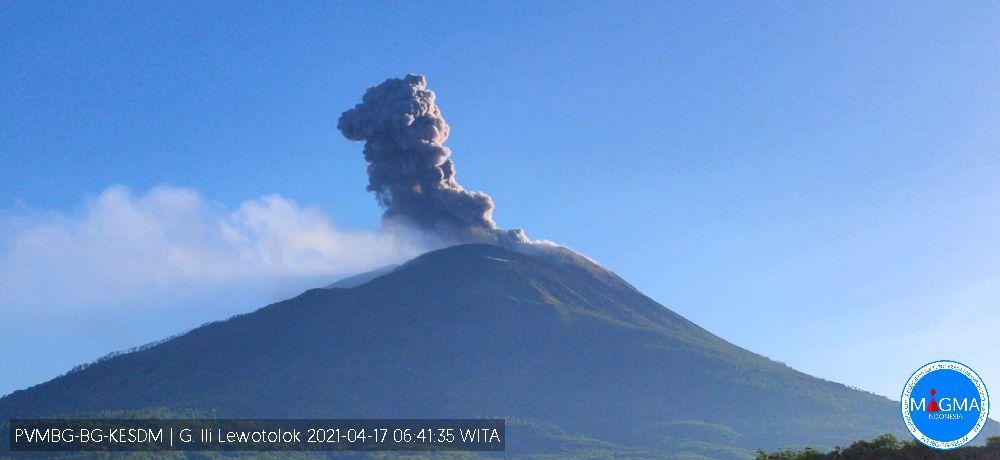 Ili Lewotolok - 17.04.2021  / 06h41 WITA - Webcam Magma Indonesia