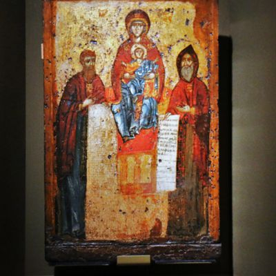 Notre dame des grottes saintes assistée des saints Antoine et Théodose