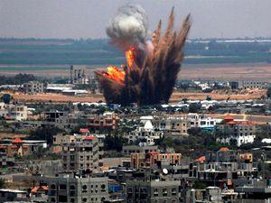 Francia bombardea posiciones del EI en Siria; Escena de La noche de los cristales rotos