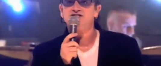 U2 -BBC TV 'Top Of The Pops' - Londres -Angleterre -02/11/2000