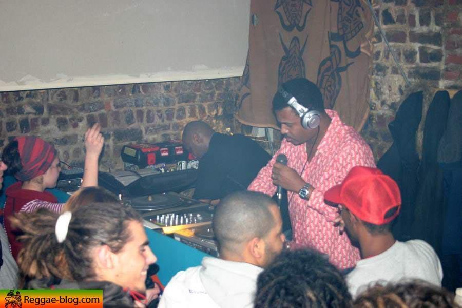 "<a href=""http://www.reggae-blog.com/article-1292285.html""><img width=""90"" height=""128"" align=""left"" alt="""" src=""http://idata.over-blog.com/0/00/48/63/dec-2005/thumbs/28-12-bass-odysseytn.jpg"" /></a>Bass Odyssey et le Sovereign Sound <br />&eacute;taient &agrave; Lille le 28 d&eacute;cembre 2006<br />Voici l'album photo.<br /><br /><br /><br /><br /><br /><br /><br />"