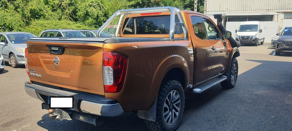 Accessoires 4x4 navara D23, suspension, schnorkel,pare choc rival,treuil warn, roll cover, blindage