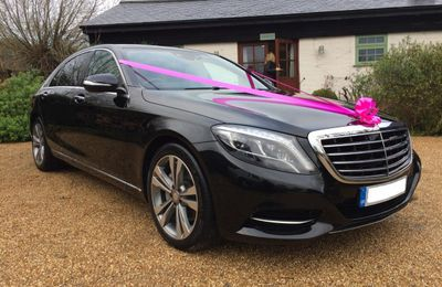 You Just Cannot Miss the Mercedes Luxury Car in Wedding