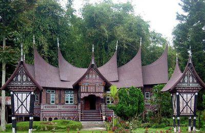 Nama-nama Rumah Adat Tradisional Dari 34 Provinsi di Indonesia