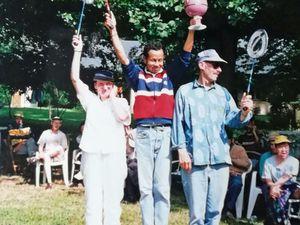 """Voyage au mont Sain-Michel en Juin 1985 - Dans l'orchestre de Lyres - la petite chorale - Dans """"La Berlotte"""" avec Françoise D. (1997) - Vainqueur du tournois de Badminton (2001) - Sortie vélo à Ouistreham - Avec sa compagne Michèle à bicyclette - et en auto. Cliquer sur une photo pour l'obtenir  dans sa taille d'origine puis, à l'aide des flèches à gauche et à droite, faire défiler les vues."""