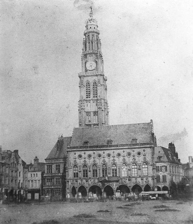 Nous reprenons dans ce diaporama les façades est de l'Hôtel de Ville présentées précédemment.
