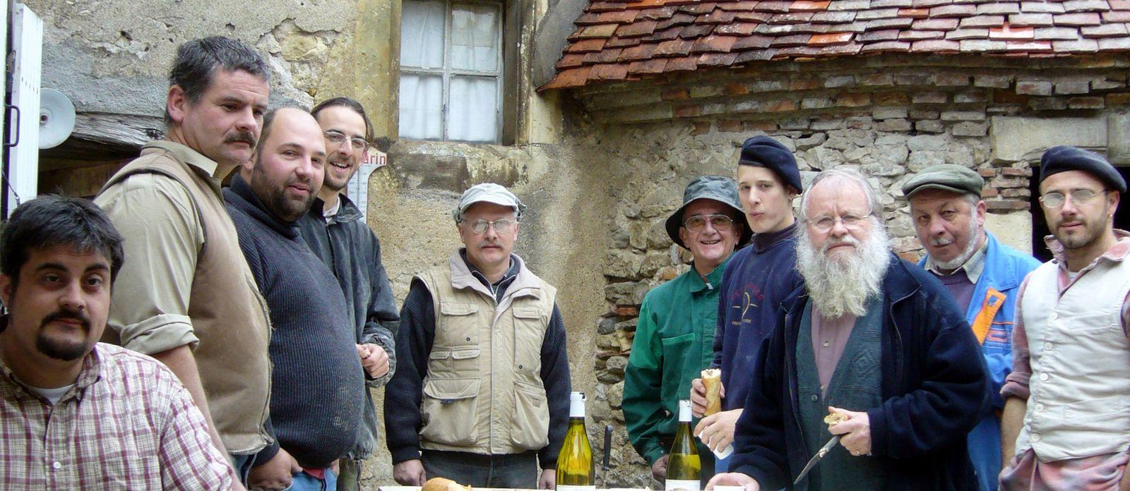 En 2006, couteau et verre en main, assurant le casse-croûte de 10 heures à la future Maison de la Batellerie