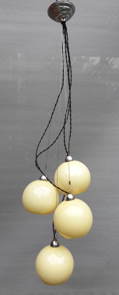 Lustre 4 globes verre siglés Allemagne Art Déco 1930 - 320 euros
