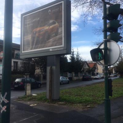 Panneau publicitaire sur un terrain communal sans contrats , qui Touche...?