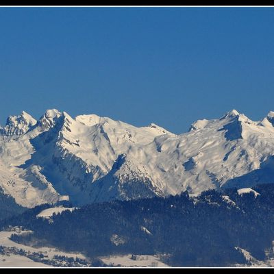Massifs des dents blanches