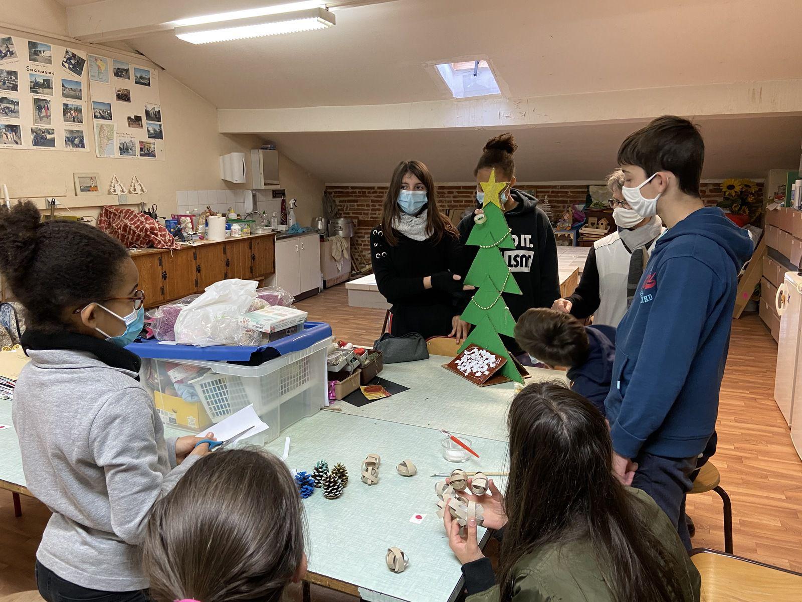Pastorale : opération sapins de Noël 2020 fabriqués à partir  de matériaux recyclés