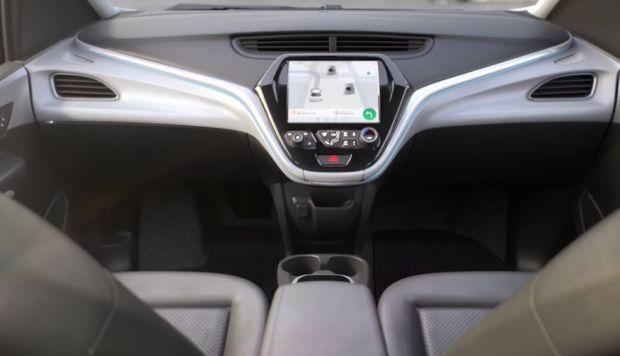 Avec une voiture autonome, plus besoin de contrôler ni la direction, ni l'accélération, ni le freinage... Un futur proche ? Chez General Motors, on y croit.