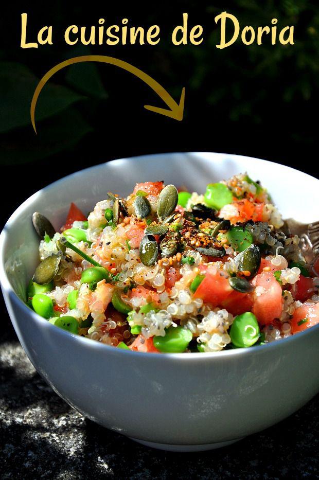 Salade de quinoa, tomates, petits pois frais et graines