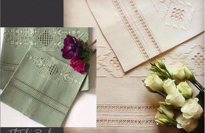 Punto antico  - punto quadro - sflilature e gigliggio per due coppie di asciugamani in lino