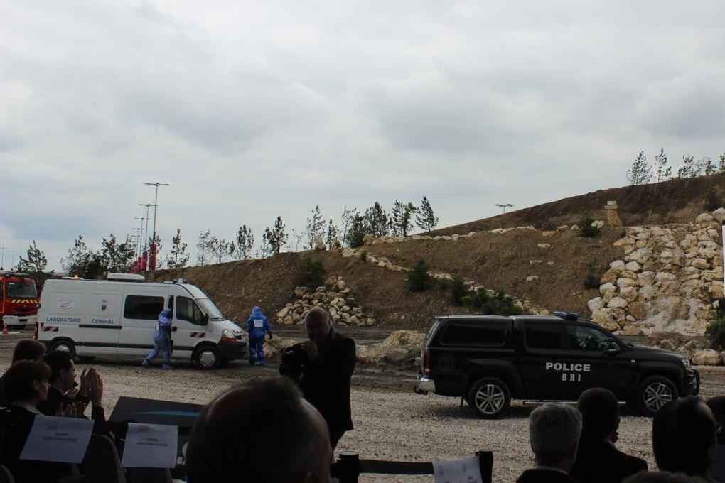 Démonstrations dynamiques : intervention de la BRI et du RAID sur une prise d'otages dans un bus