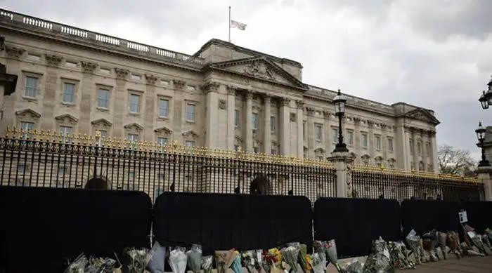 Royaume-Uni : Les adieux de la reine et de son royaume au prince Philip