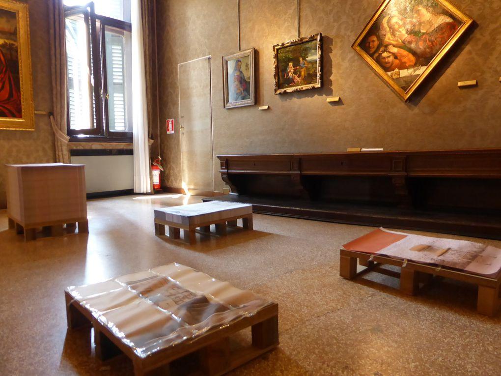 Pavillon de l'Angola, Luanda, Encyclopedic city d'Edson Chagas. 55e Biennale de l'art, Venise, 2013 © Photographies Gilles Kraemer, journées presse Biennale mai 2013.
