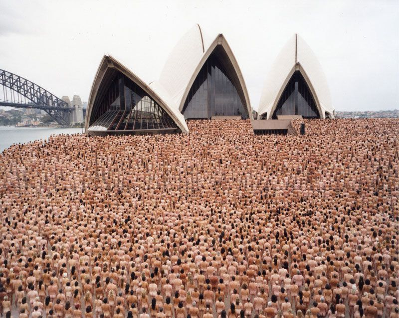Alcune immagini delle installazioni viventi-performance di Spencer Tunick in giro per il mondo