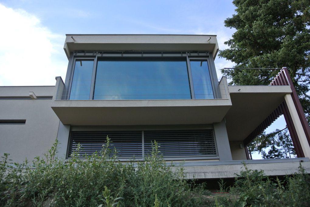 progression sur les éléments de finitions extérieurs (plaques FUNDERMAX) et préparation des abords de la construction.