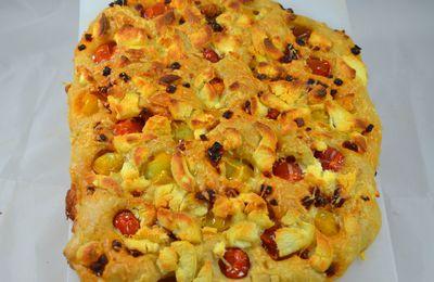 Focaccia aux fromages, chorizo et tomates cerise
