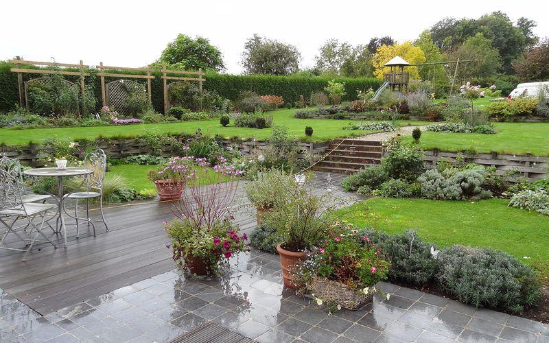 le jardin sous la pluie