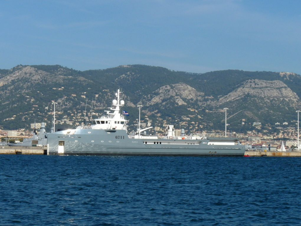 6711, a quai à la Seyne sur Mer le 09 novembre 2015