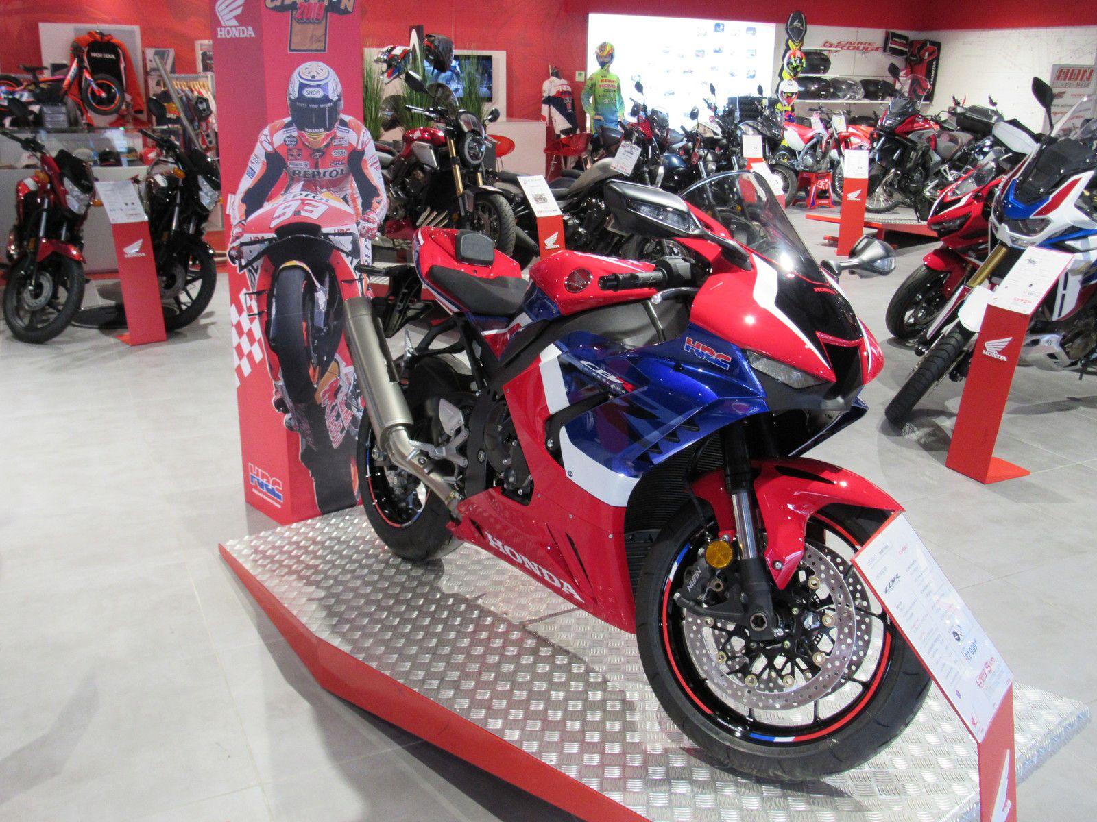 moto sportive chez honda la cbr1000rr-r coloris hrc chez mon partenaire (adnmoto30)