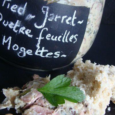 Pieds et Jarret de Porc en Verdure aux Deux Moutardes et Mogettes