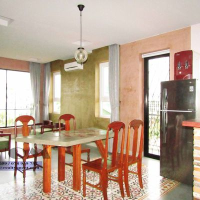 USD 1,400 ( Tonle Bassac : Apartment 2 bedrooms / 2.5 bathrooms for rent )