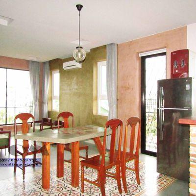 USD 1,400 ( Tonle Bassac : Apartment 2 bedrooms / 2.5 bathrooms for rent )