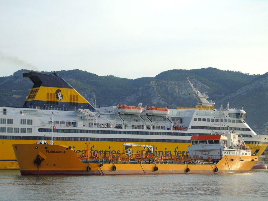 FLORENCE - B , en mouvements  dans le port de Toulon le 19 juillet 2017