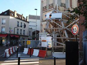 Après l'explosion de gaz l'immeuble rue Jules Princet et boulevard de l'Hôtel de Ville à Aulnay-sous-Bois attend sa remise à neuf